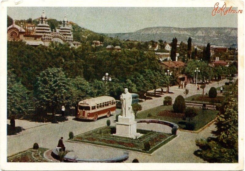 1954 Кисловод Памятник Сталину Халип.jpg