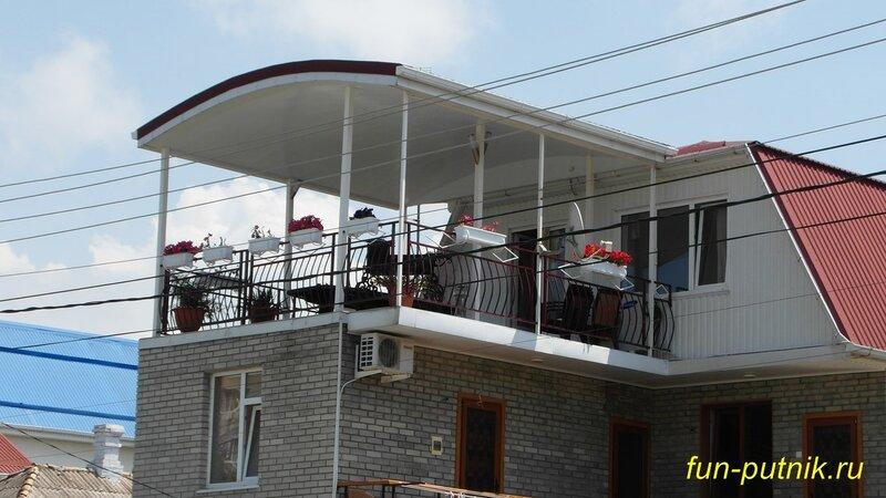 Летний отдых в Анапе - дворик мини отеля