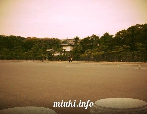 У императорского дворца