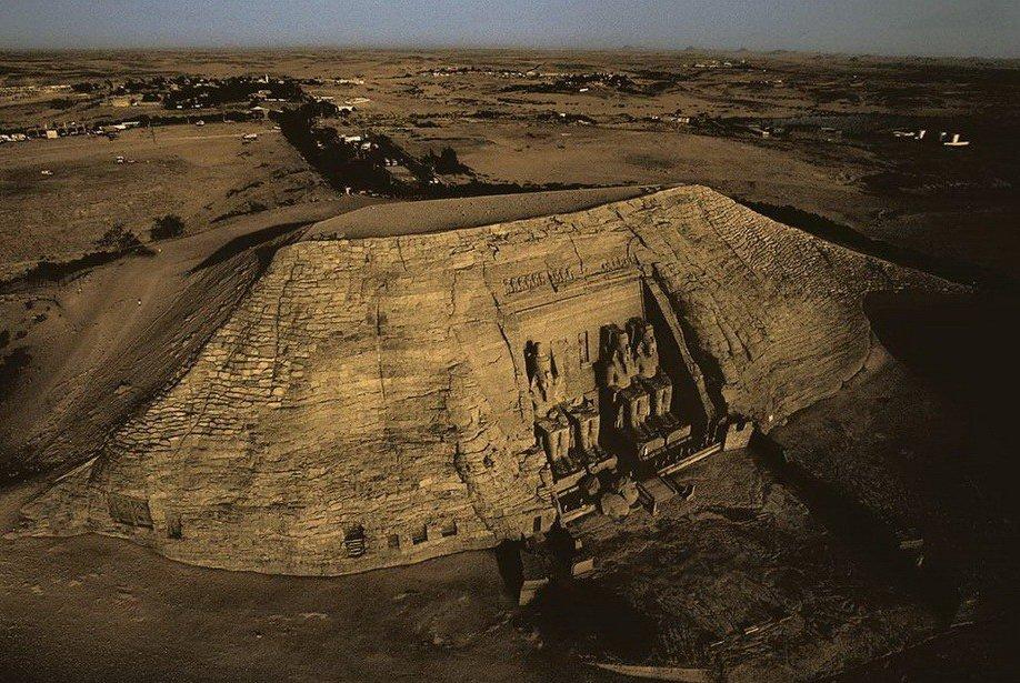 19. Храм Рамзеса II в скале Абу-Симбел. Египет.