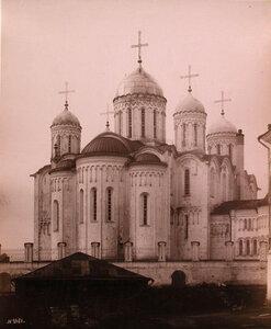 Вид восточного фасада Успенского собора после проведения реставрации (заложен в 1158 г.) Владимир-на-Клязьме г.