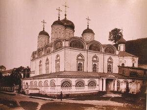 Вид на Благовещенский собор (построен в 1649 г.) в Благовещенском монастыре;справа-Сергиевская церковь (построена в к.XVII-н.XVIII в.). Нижний Новгород г.