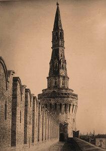 Вид на Беклемишевскую (Москворецкую) башню Кремля (построена в 1487-1488 гг. итальянским архитектором Марко Руффо (Марком Фрязиным). Москва г.