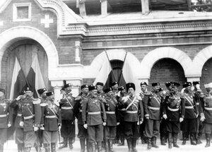 Группа офицеров на площади перед храмом в день его освящения.