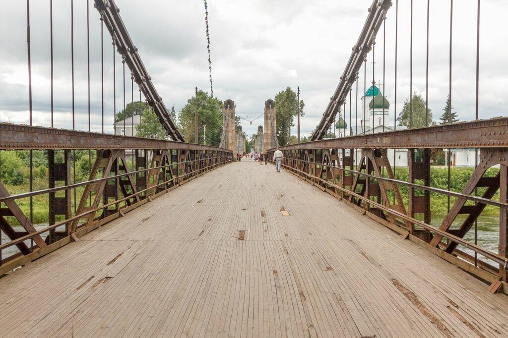 Северный цепной мост, Остров