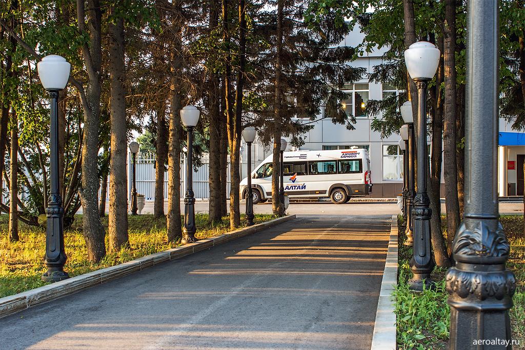 У бизнес-терминала аэропорта Барнаула