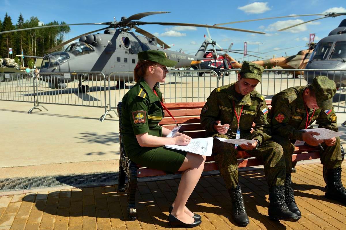 Очень грозная сила: Девушки в армейской униформе (22)