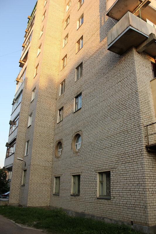 Дом в Ржеве с круглыми окнами