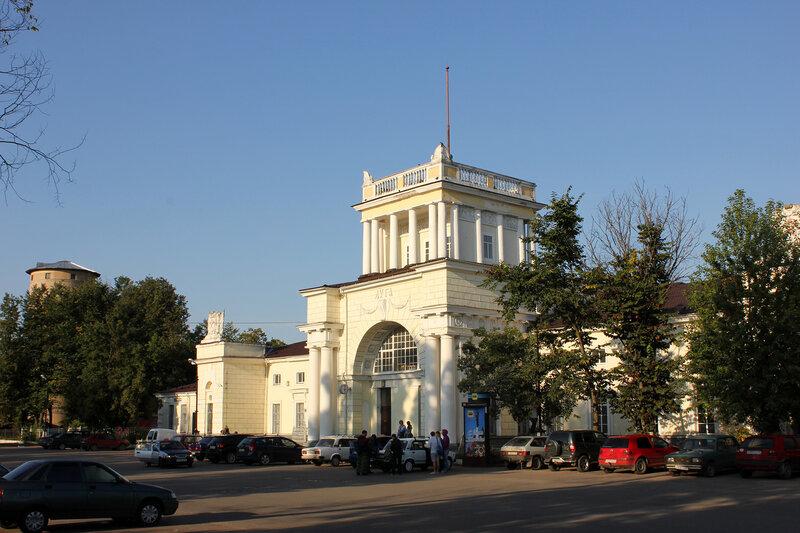 Вокзал станции Луга-1