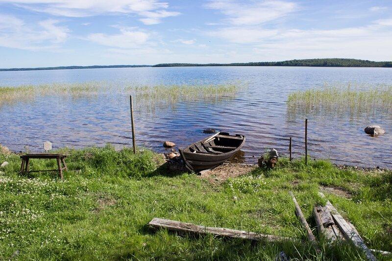 берег озера Ватчелское в деревне Фоминнаволок