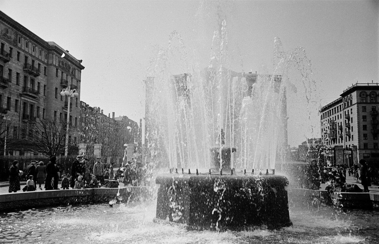Площадь Моссовета