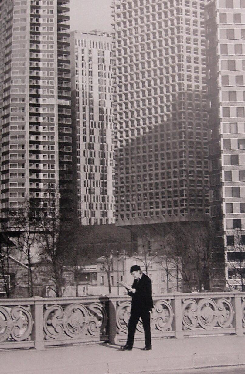 1975. Читатель на мосту Мирабо