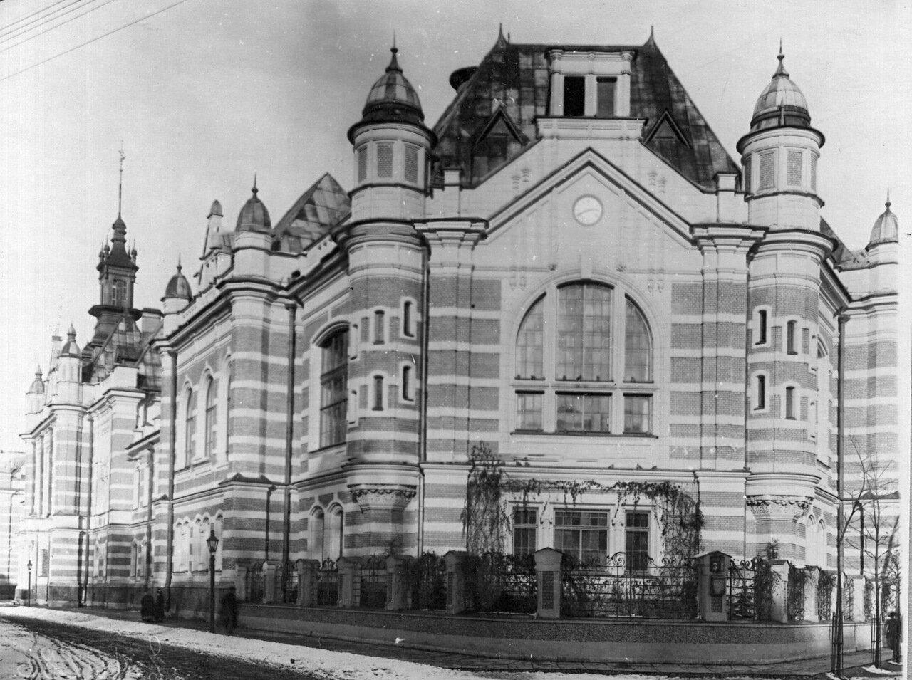 02. Угловой фасад здания института (архитектор А.Н.Векшинский, 1899-1903 гг.)