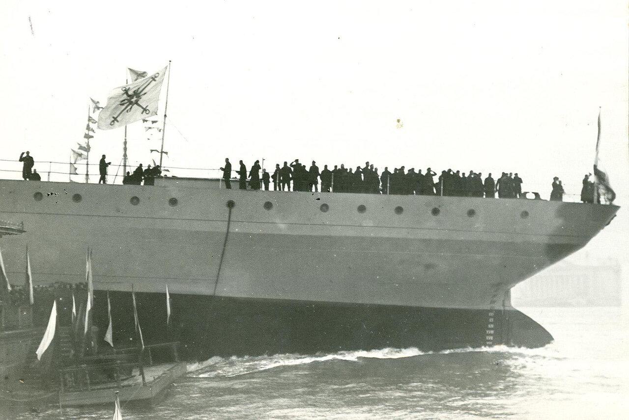30. Спуск на воду корабля из дока Балтийского завода