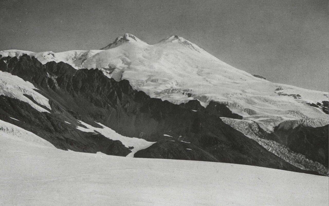 Гора Эльбрус с перевала Dschiper