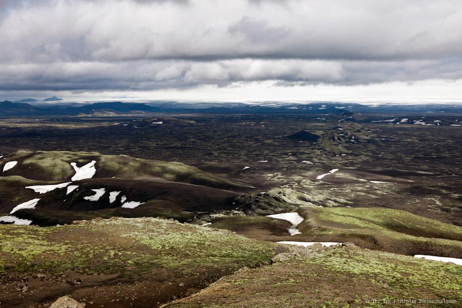 26. Чёрные берега Рейнисфьяра и кратеры вулкана Лаки.