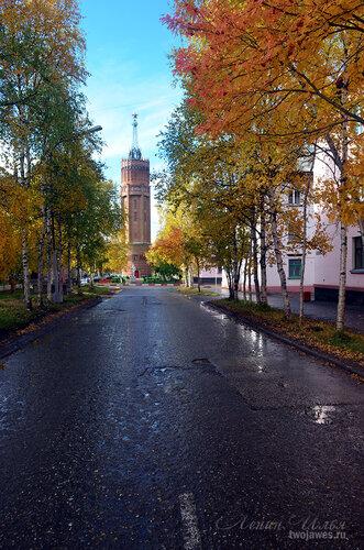 Фото города Инта №7240  Восточная сторона водонапорной башни (Полярная 25 и 24) 16.09.2014_12:12