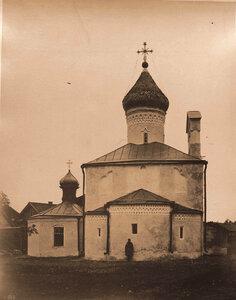 Вид восточного фасада церкви Св. Сергия с Залужья (построена в 1581-1593 гг). Псков г.