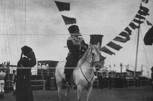Георгий Иванович Трубецкой, князь, генерал-майор свиты, состоящий в списках конвоя, у царской пристани, верхом на коне.