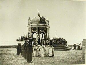 Император Николай II,члены императорской фамилии,высшие офицерские чины,священнослужители у Иордани во время водосвятия