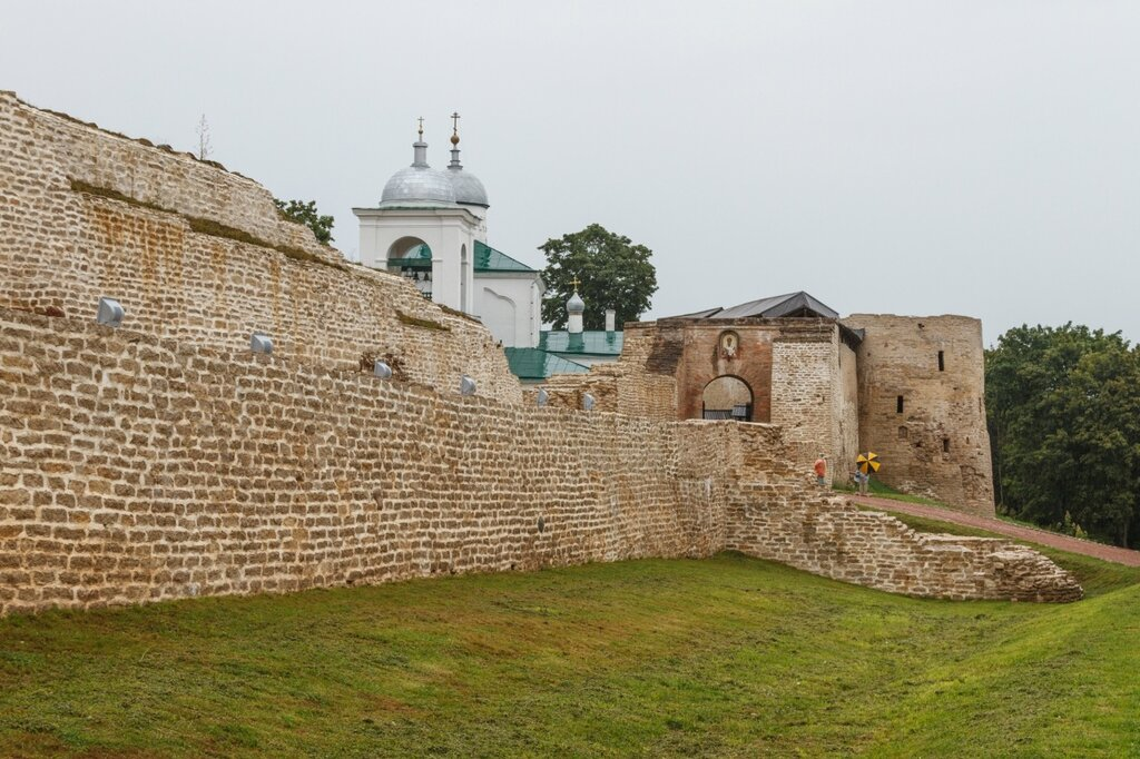 Никольский захаб, Никольский собор, Изборская крепость