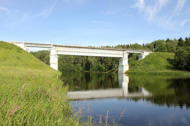 Мост через реку Осугу у платформы 168 км, перегон Осуга - Сычёвка, граница Тверской и Смоленской областей