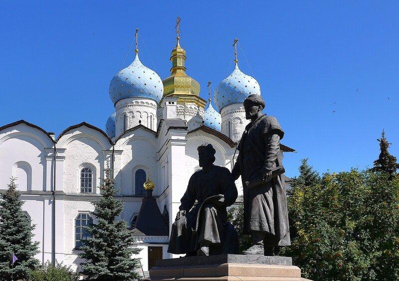 Памятник русскому и татарскому зодчим Казанского кремля