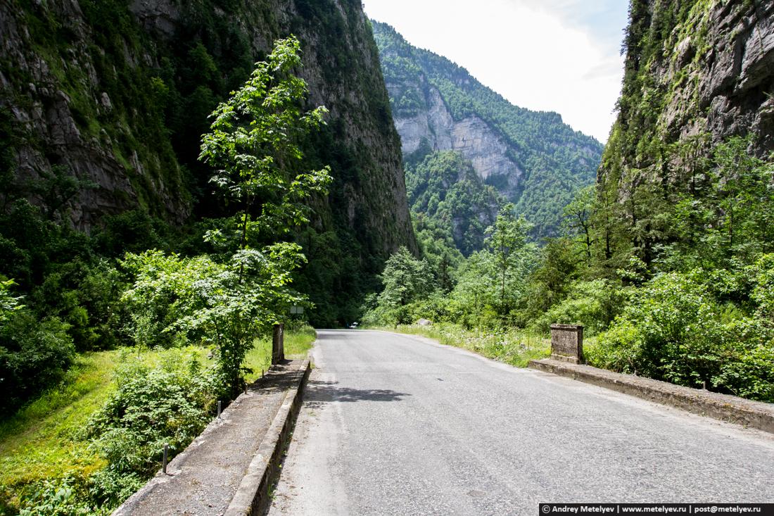 Горная дорога вдоль Бзыпи