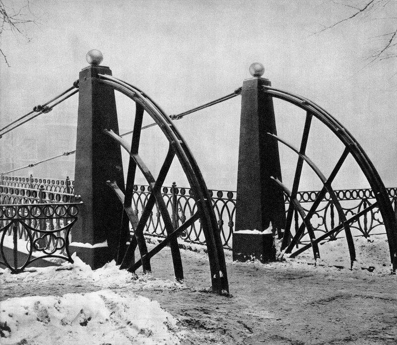 Почтамтский мост через Мойку / Post Office Bridge over the Moika
