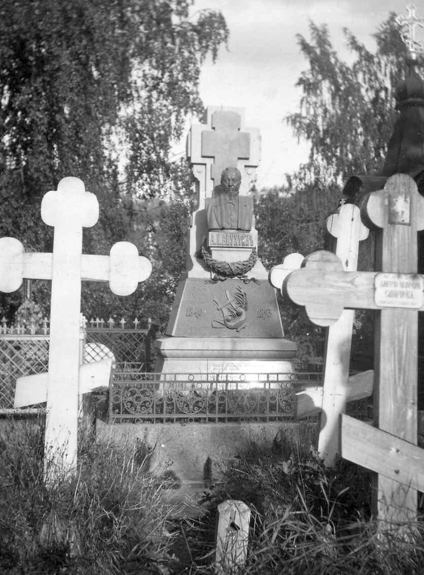 05. Могила поэта А.Н.Апухтина