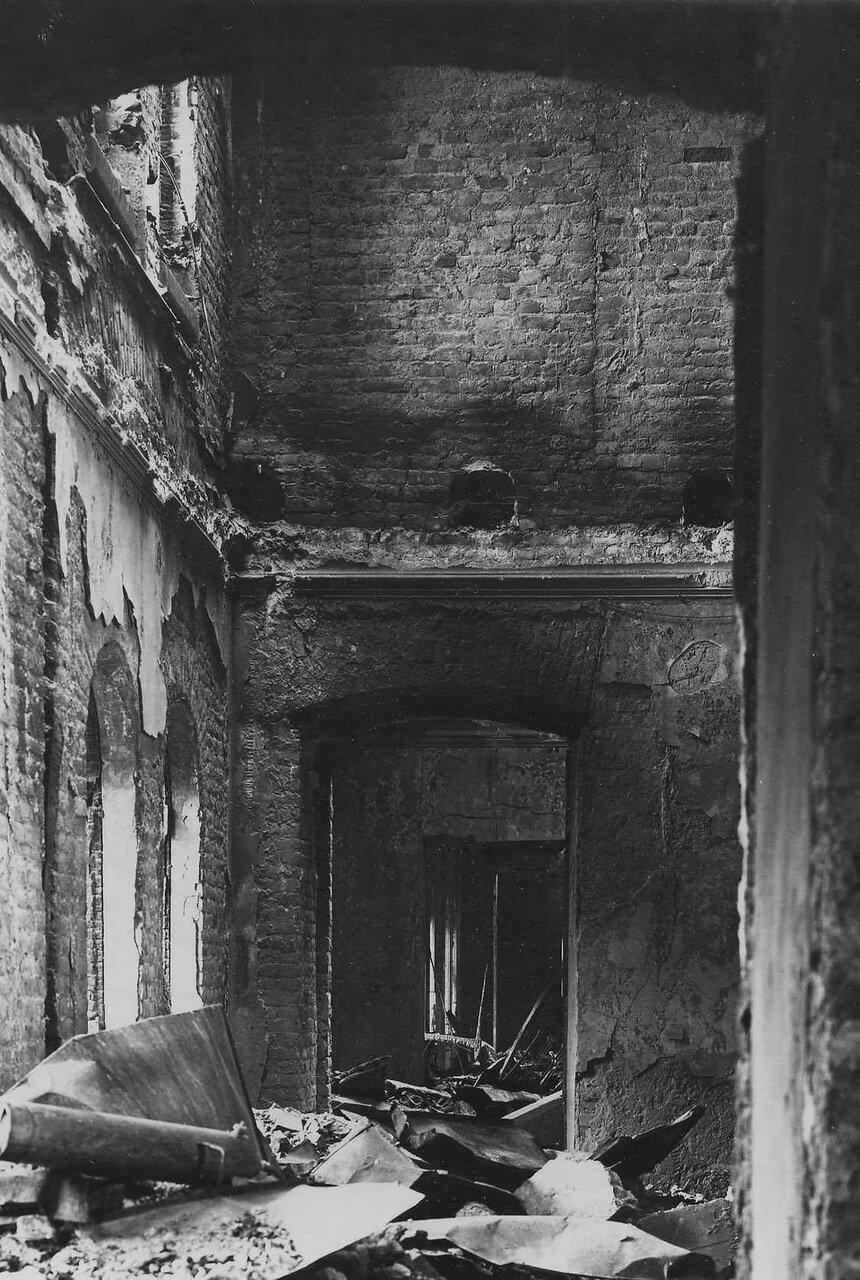 08. Часть выгоревшего помещения театра
