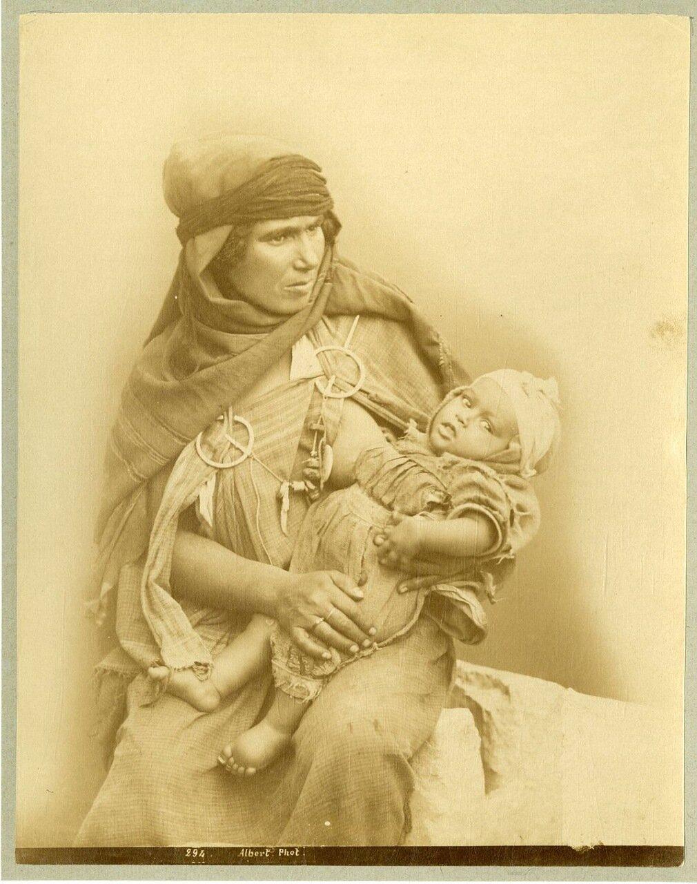 Тунис, Мать и ее маленькая дочь