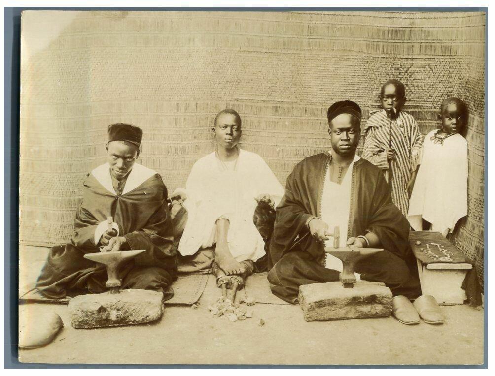 Туземные ювелиры в Сен-Луи. 1895