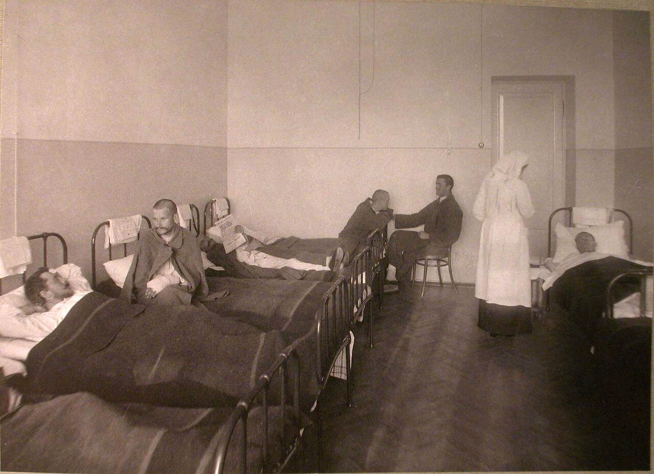 29. Раненые в палате лазарета Старообрядческой Преображенской общины