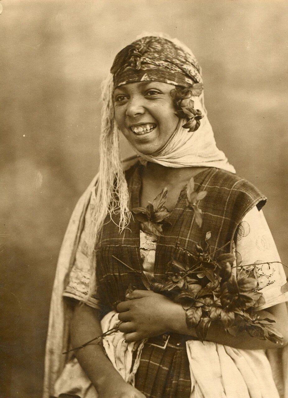 1910. Молодая алжирка