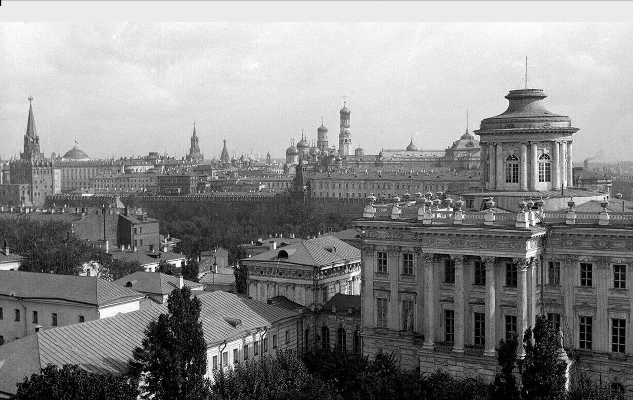 14. Вид Кремлевских строений