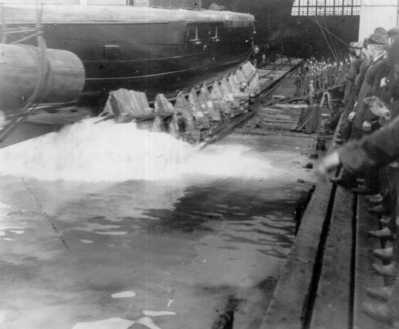 27. Спуск корабля со стапелей.1911