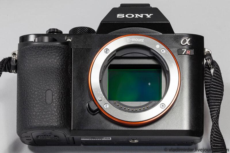 Дождевая капля на матрице компактной системной камеры Sony Alpha A7R
