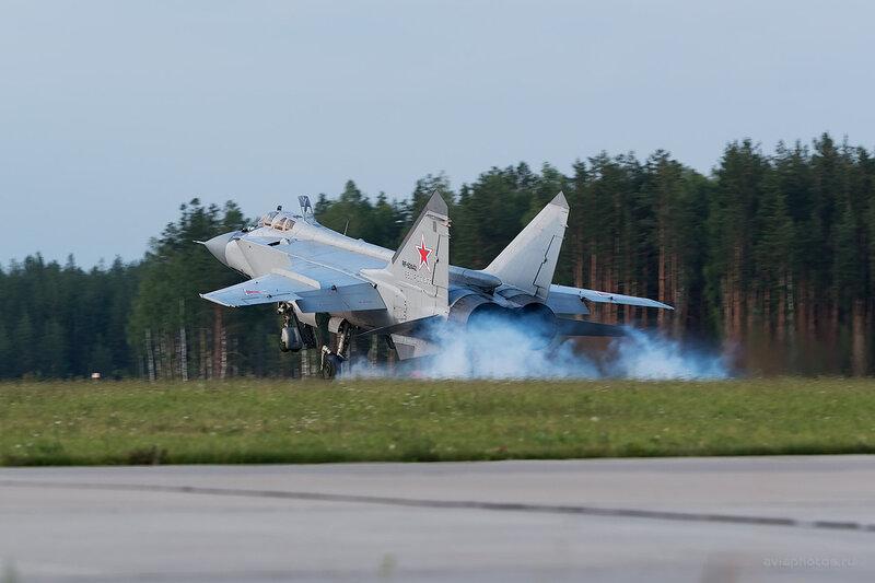 Микоян-Гуревич МиГ-31БМ (RF-92442 / 32 красный) D806685e