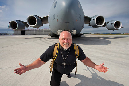 Самым сильным в мире священником стал канадец