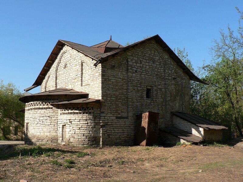 Церковь Сергия с Залужья в Пскове (май 2006)