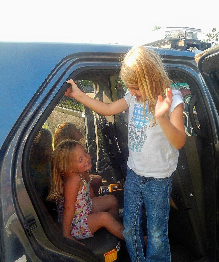 День открытых дверей в...полицейской машине.