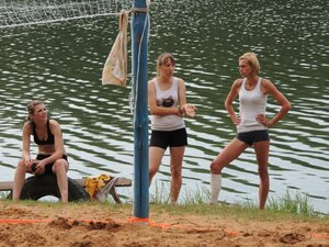 Районный турнир по пляжному волейболу. П. Дубровка, 10 августа 2014 года. Наши девушки.