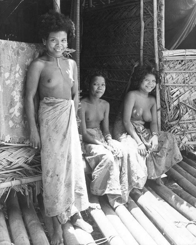 Аборигены с гигантскими яйцами и хуями фото 744-103