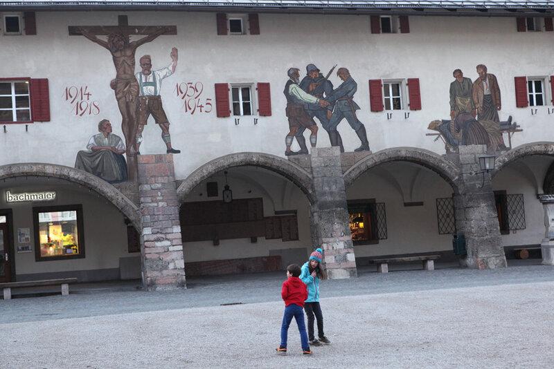 Мемориал павшим немецким солдатам в городке Берхтесгаден в Баварии