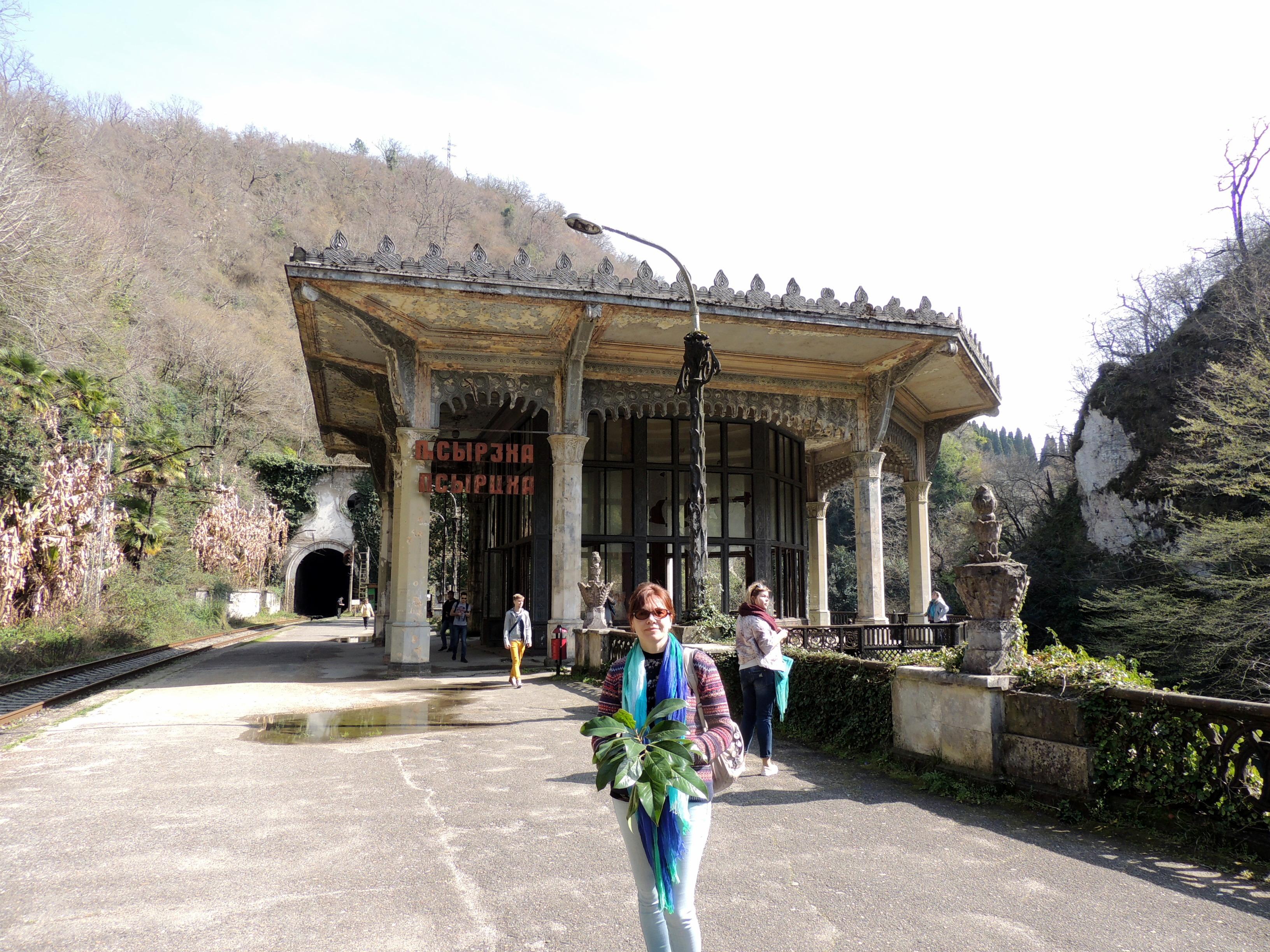 Абхазия Новый Афон Железнодорожный вокзал 14 марта 2015 г., 16-32.JPG