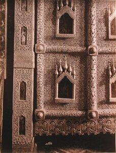 Деталь деревянных резных царских врат в церкви Иоанна Богослова на реке Ишне. Ярославская губ., близ Ростова