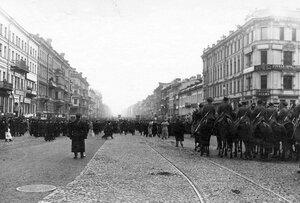 Разгон конной полицией демонстрации в связи с проводами гроба с телом князя С.Н.Трубецкого на Невском проспекте у Знаменской площади.