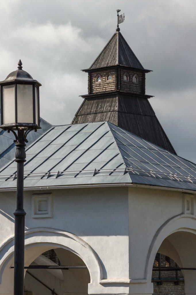 Крыльцо Приказных палат и Власьевская башня