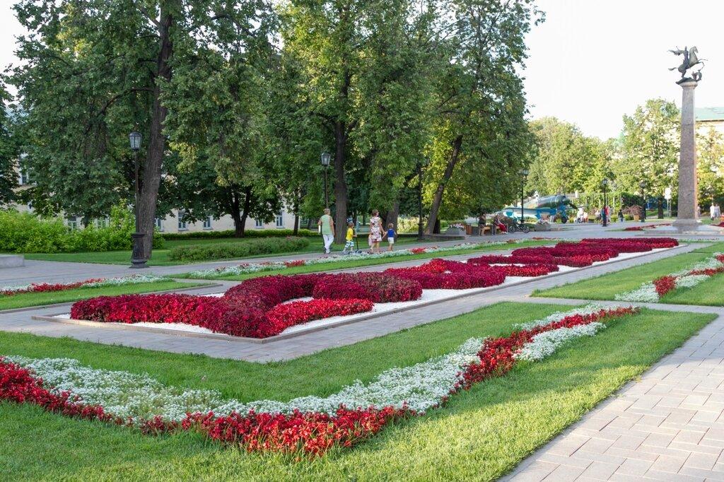Цветник и стела с Георгием Победоносцем, Нижегородский кремль